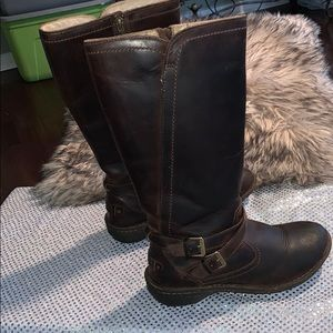 UGG BROWN LEATHER WOMENS BOOTS-SIZE 8